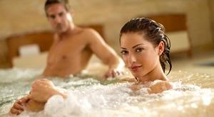"""Spojite svoja najveća zadovoljstva i provedite savršene dane u Zagrebu u najromantičnijem hrvatskom hotelu Phoenix 4*! 2 dana i 1 noćenje u Romantic Deluxe sobi, romantična dekoracija,  bogati """"Art of breakfast"""" doručak, Maestro Party večera, opuštanje u Wellness & SPA zoni uz 30% popusta na masažu…."""