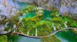 Doživite čarobnu bajku Plitvičkih jezera! 18.11.2017. uz prijevoz, licenciranog pratitelja, sve razglede prema programu, ulaznicu za Rastoke za samo 145 kn/osobi!