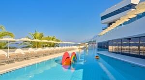 Medora Auri Family Beach Resort u prizorima moćnog Biokova i mističnog mora Podgore otkriva WELLNESS obiteljski odmor na 3 dana/2 noćenja s POLUPANSIONOM za 2 osobe…od 1659kn!