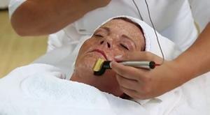[VARAŽDIN] Osvježite, pomladite i regenerirajte kožu svoga lica mezoterapijom s UZV u kombinaciji s ampulom liposoma i hijalurona u Kozmetičkom salonu Artevita uz 50% popusta!